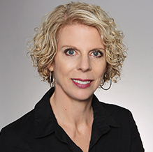 Portraitbild von Inga Nietz, Mitarbeiterin des Landkreises Lörrachs.